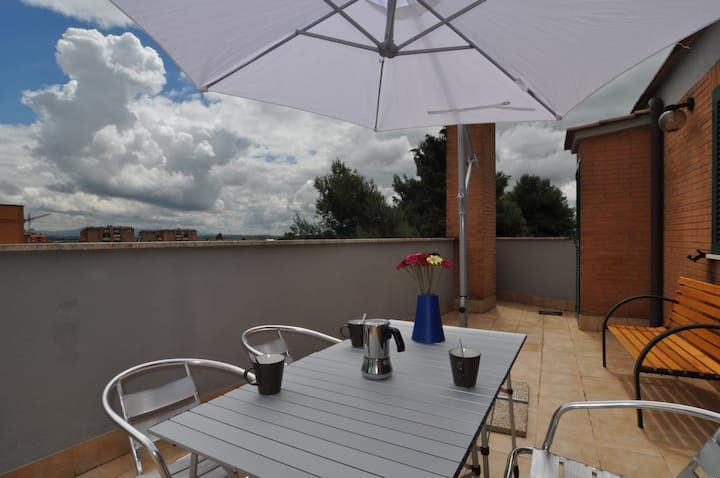 Flatinrome Fiera 5 - Private terrace+parking+wifi