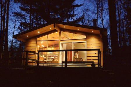 Stylish Modern River House - Magnetawan