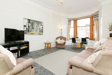 Top Floor Bright Spacious 2 Bedroom - Glasgow - Wohnung