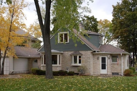 US OPEN ERIN HILLS - BEAUTIFUL OKAUCHEE LAKE HOME - Oconomowoc  - บ้าน