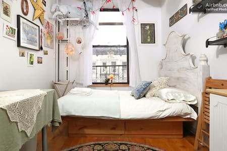 This studio apartment (with SHARED BATHROOMS) is a superb crash pad for budgeting travelers who want to experience NYC like a native! We love sharing our ideally located home (close to attractions/subways) with a comfy full bed & inviting atmosphere.