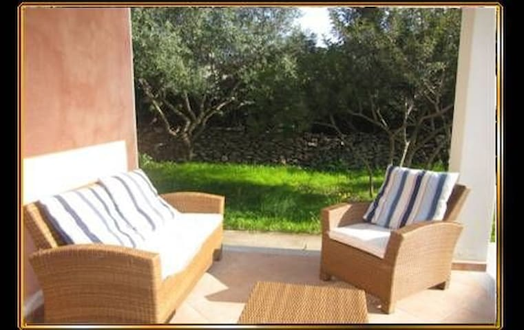 With Great Outdoor Area Close to City and Beach - Casetta Dei Pini