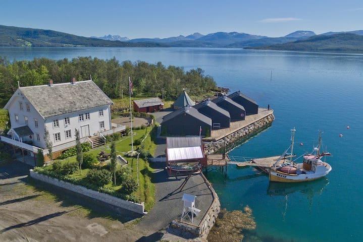 Sjøhus/Seahouse