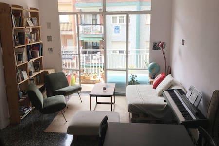 Private room quiet & close to Sagrada Familia - Barcellona