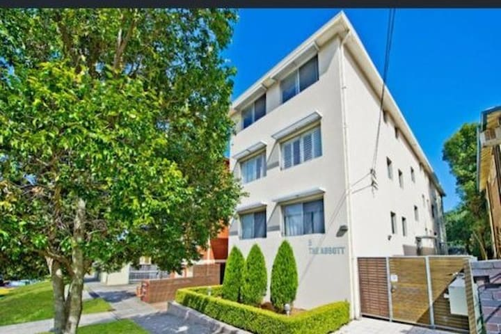 Beautiful apartment at Coogee beach with parking