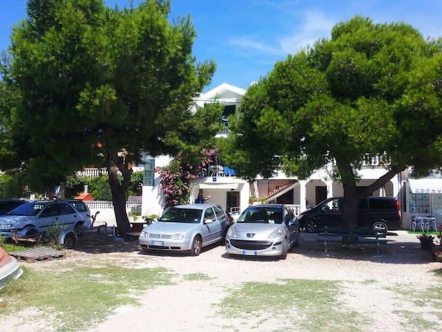 Croazia Apartments 10m from beach - Turanj