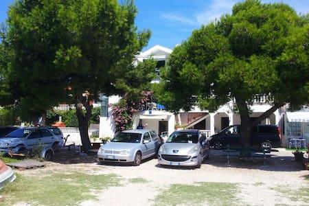Croazia Apartments 10m from beach - Turanj - 公寓