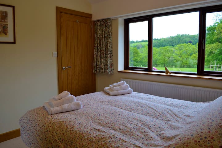 Farm BnB in beautiful countryside - Velindre - Bed & Breakfast