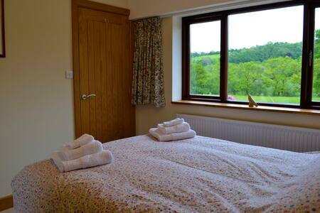Farm BnB in beautiful countryside - Velindre