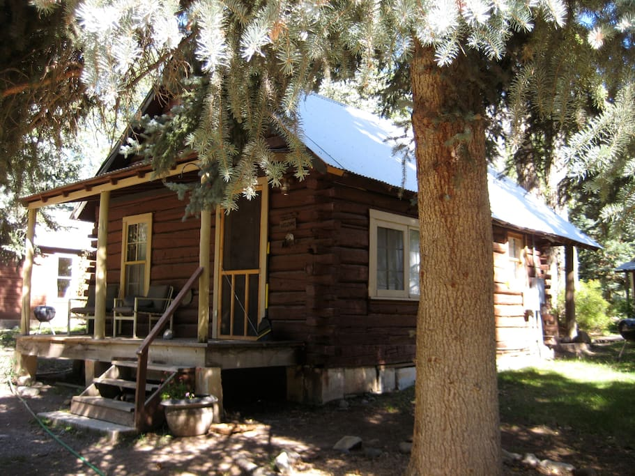 Cabins and full kitchen rooms also available