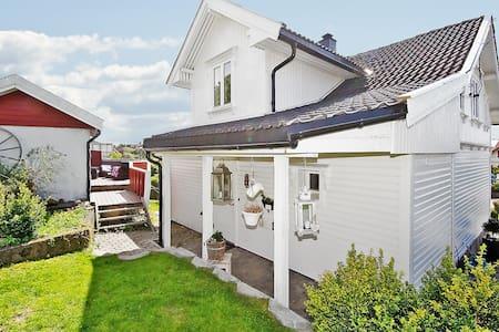 Nice house in quiet neighborhood! - Moss