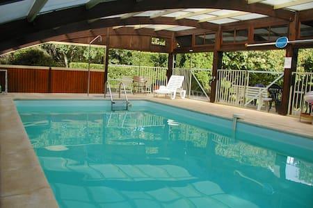 Sarlat- piscine couverte chauffée 10pers Lascaux 4 - Sarlat-la-Canéda - Casa