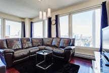 Bright Beautiful Two Bedroom Suite In The Heart Of Downtown