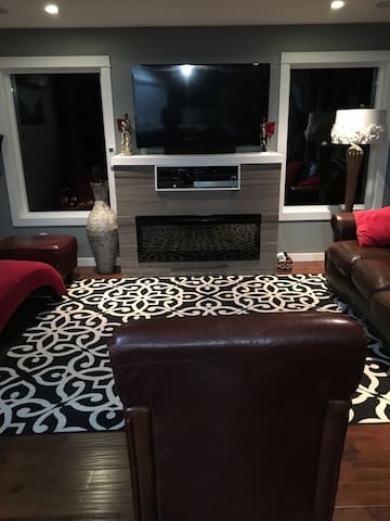 Deal luxurious 4 BR house 2 levels in Langford