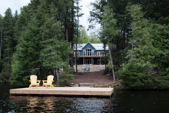 Fawn Beach Luxury 4-season Cottage on Jack Lake