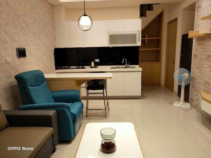 高雄來家。Elijah's Home。3間雙人房+舒適客廳,可住2-6人。舒適便利。可提供一個停車位