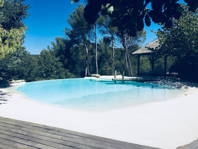 Big suite, garden, swimming pool, 3km from Aix