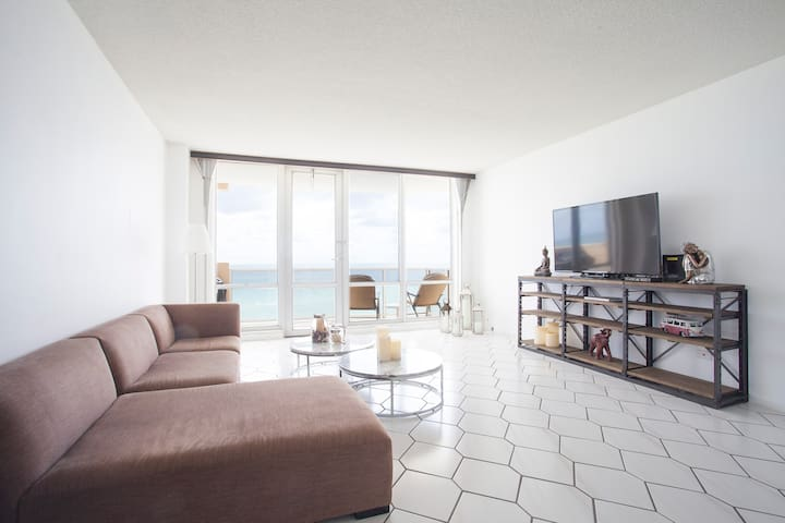 Apartment w/ 2 rooms on the beach
