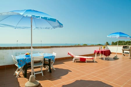 House with terrace 60sqm on the sea - Livorno