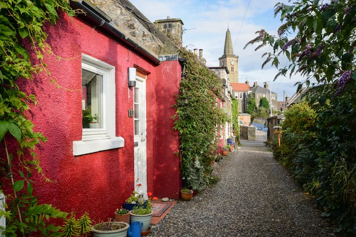 Red cottage, near Outlander locations!