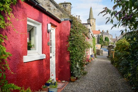 Red cottage, near historic palace - Markinch - Hus