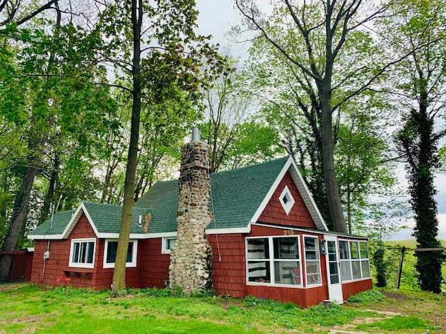 CHARMING 2 BEDROOM RIVERFRONT CABIN