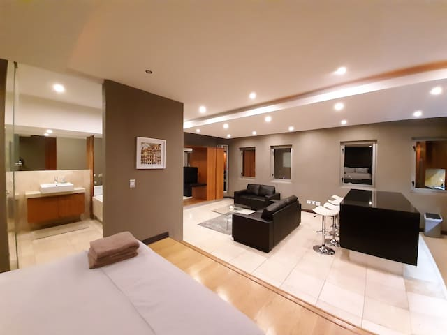 1410: The Franklin Luxury Suites
