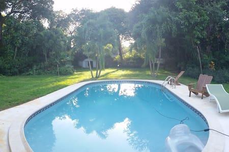 Tropical Home - Near Beaches