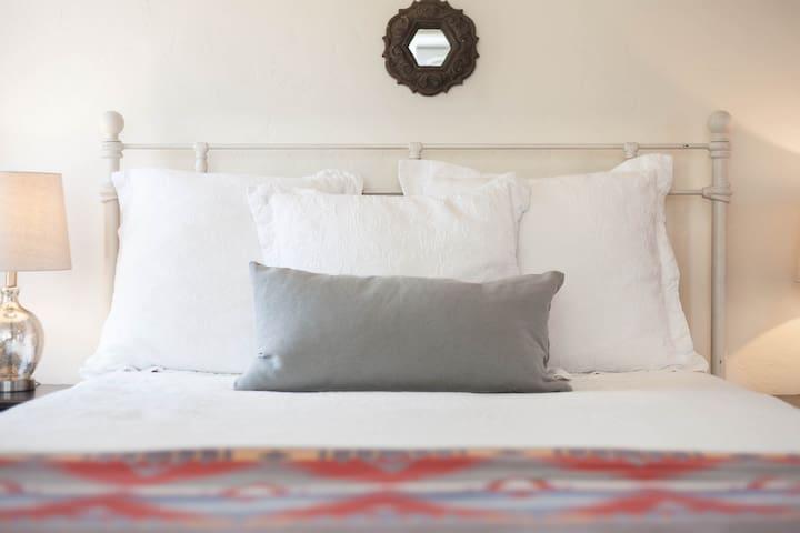 Sunny Coronado Guest House ~ View, AC, W/D