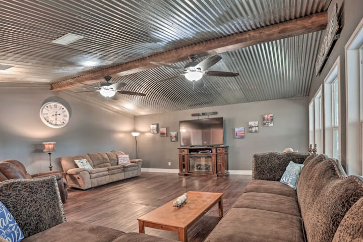 NEW! Ferriday Lakehouse: Private Dock, Deck & Yard
