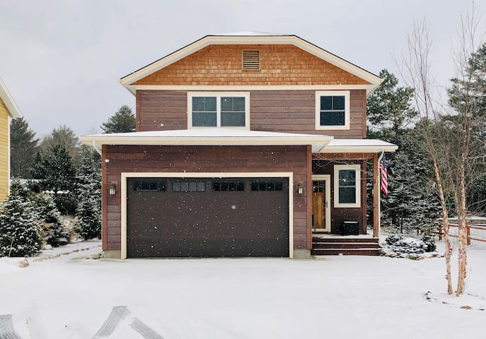 OWC: New Listing, Dog-Friendly, Fire Pit, In Lake Placid Village, Fireplace, Smart TVs, Game Room