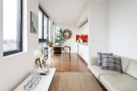 Stylish and bright canal-side central apartment.