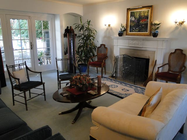 Beautiful Baywood 4BR/4BA House - San Mateo - Ev