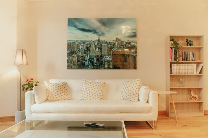 Luxe New York Boutique Apartment with free parking