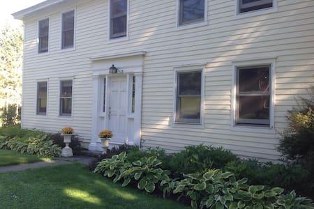 Catskill Home and 90 Acre Getaway - Delhi - Haus