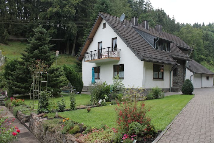 Wonderful Holiday Home  Hellenthal - Hellenthal - Apartament