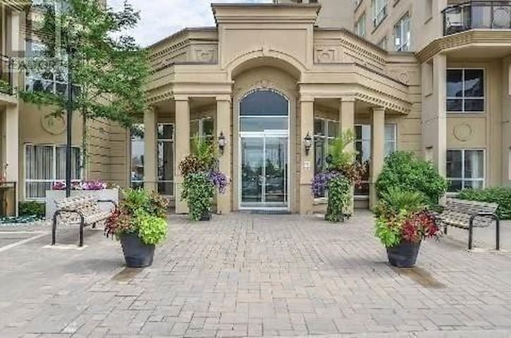 Steeles/Dufferin condo - Vaughan