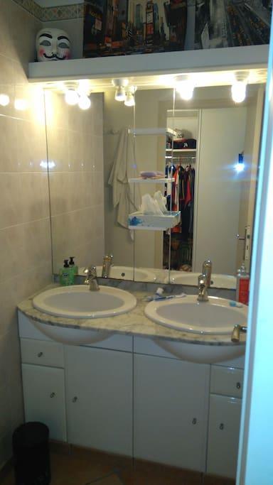 SDB deux vasques et une douche