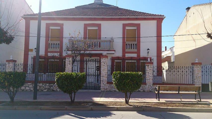 Casa palacete con encanto - Villarejo de Salvanés - Feriehjem