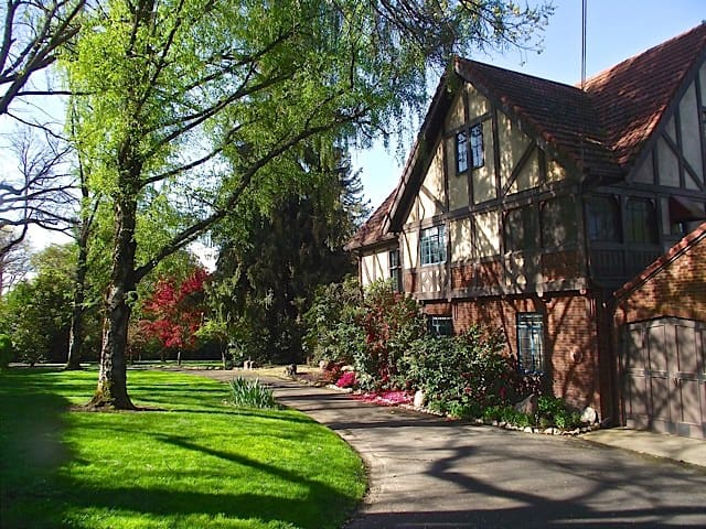 "The ""Merchant of Venice"" Suite - Medford - Bed & Breakfast"