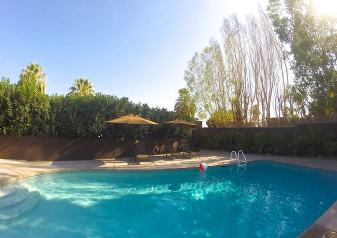 Lush Private Oasis with Heated Pool - Cathedral City - Dům