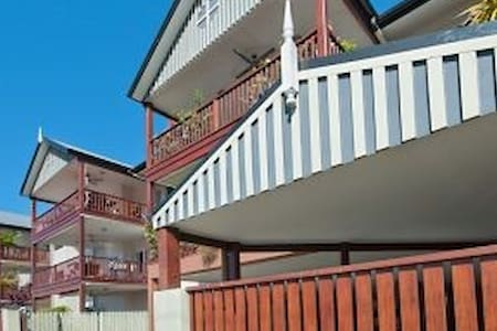 Cosy little apartment close to town - Cairns North