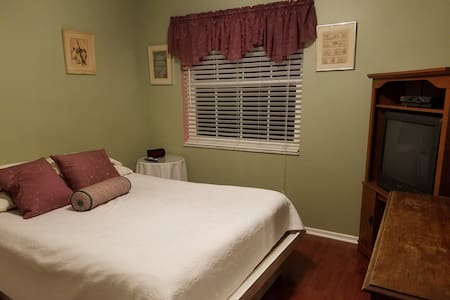Private Bedroom w/ Queen Size Bed - Delray Beach