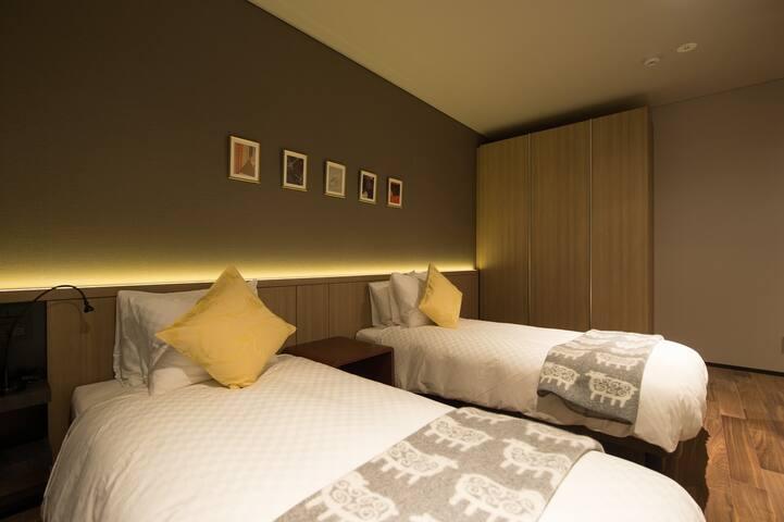 Bedroom 3 (Night View)