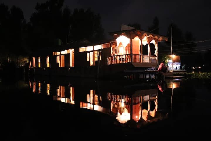 HB Picorot Cliper (entire houseboat)