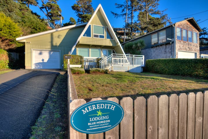 Blue Horizon Sweet A-Frame Near Waldport Beach Has Ocean Views from Living Room and Loft!