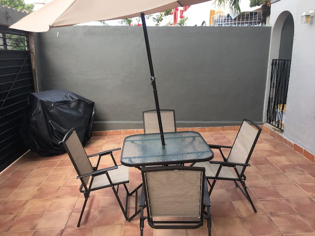 BBQ grill/outdoor table