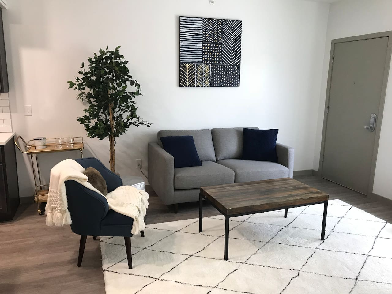Cozy living room w/sleeper sofa