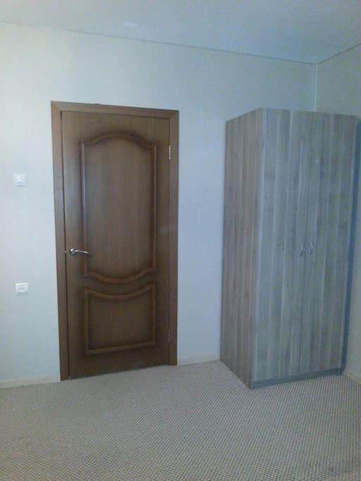 комната (гардероб). room ( wardrobe)