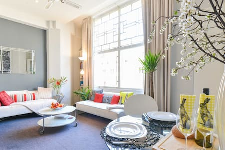 Designer Suite in Central Deco Icon - Melbourne - Apartemen